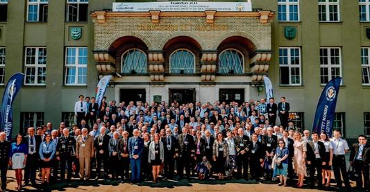 Zajednička fotografija sudionika konferencije TransNav 2019 ispred povijesne zgrade Pomorskog fakulteta Sveučilišta u Gdinyi